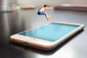 Smartphone sempre più irrinunciabili per gli adolescenti ma non solo